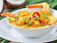 Рецепта Тайландски пържени скариди със сос от кокосово мляко, къри, куркума и джинджифил